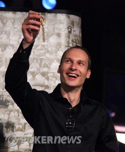 VIlle Wahlbeck with his WSOP Bracelet