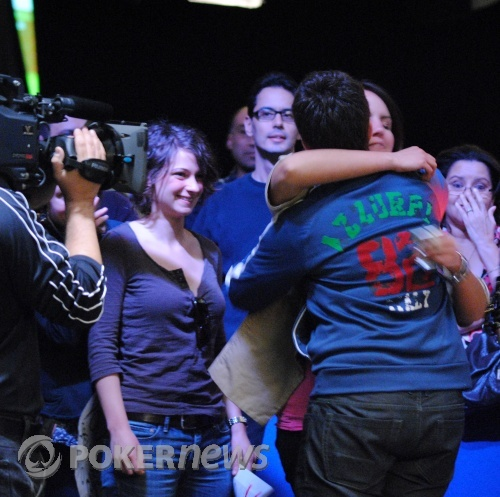 Selbst embraced by her fans after her win