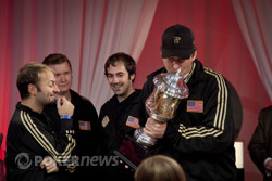 Phil Hellmuth kisses the Caesars Cup
