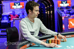 Aubin Cazals wins back-to-back hands with king-ten.