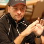 Daniel Negreanu giving golf pointers