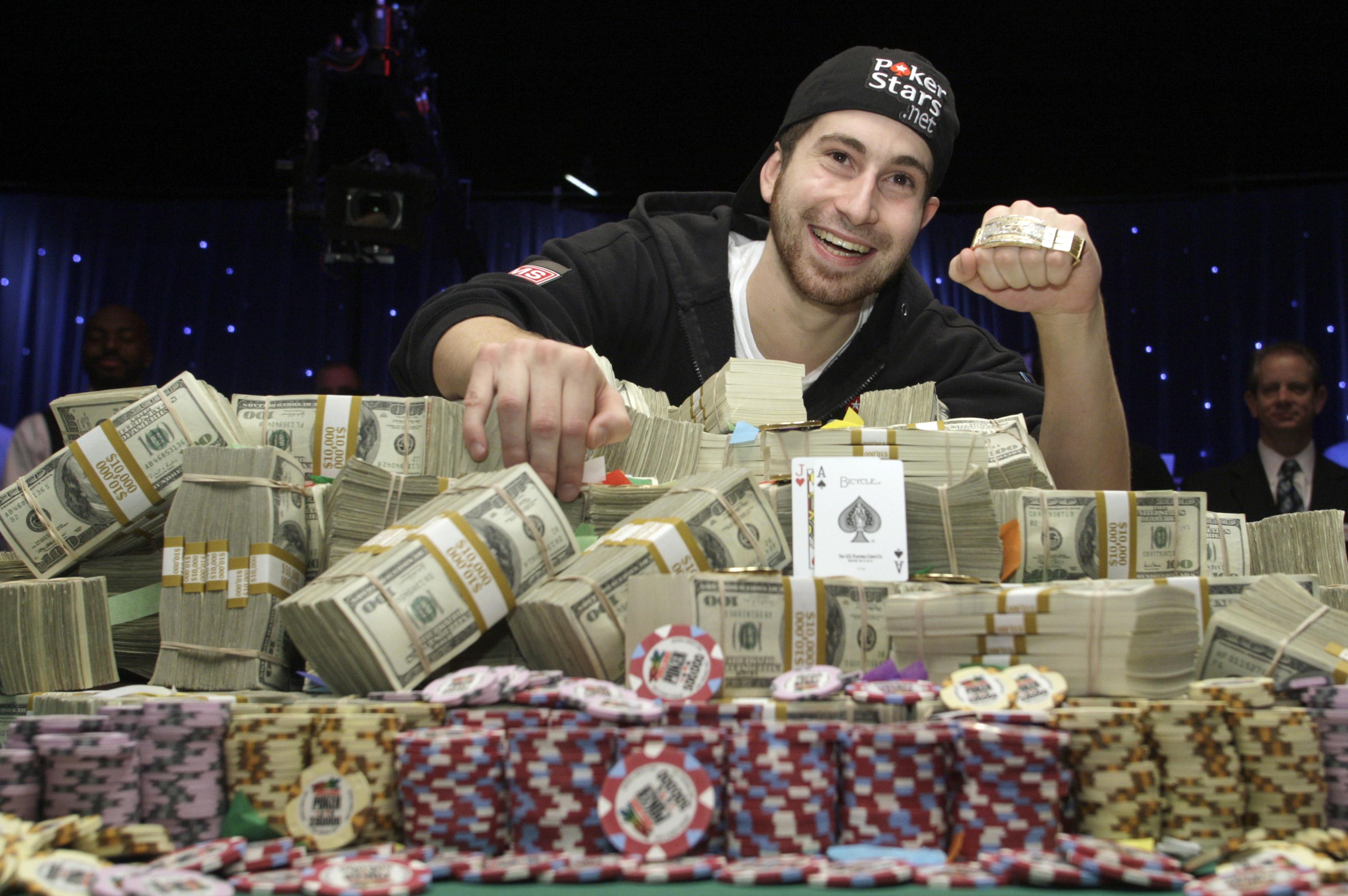сколько приносит онлайн казино в месяц