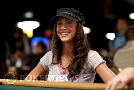 Shannon Elizabeth at the 2009 WSOP