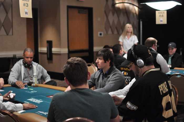 Ivey and Hellmuth's table in Event #25