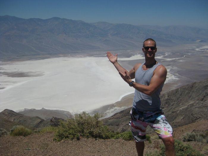 Steven van Zadelhoff bij de zoutvlakte van Death-Valley nadat hij veel ging powerliften en weer terug was op 82 kilo (Las Vegas, 2011).