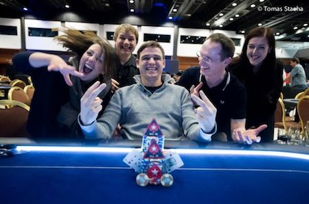 Robin Scherr won the EPT9 Prague Media Event. That's me above his head to the left.