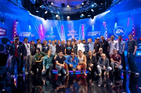 WSOP Big One for One Drop - Brian Rast & Phil Hellmuth leiders na dag één!