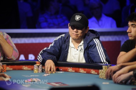 2012 WSOP October Nine: Steve Gee Studying Opponents Before Final Table