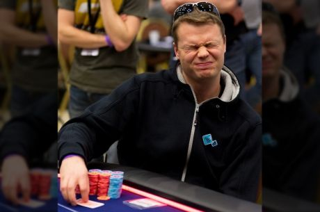What does it mean when you straddle in poker