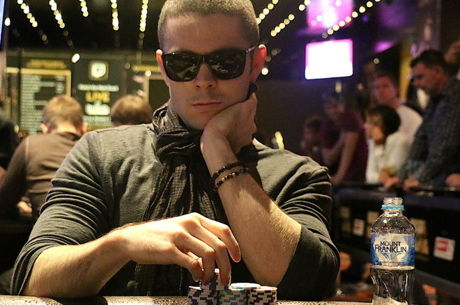 PokerNews Boulevard - Tollerene chipleader finaletafel van $100.000 Challenge met Holz &amp...