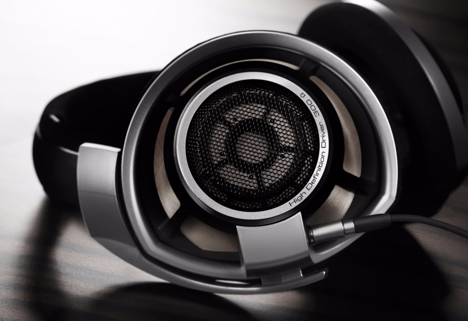 8 Great Headphones for the Poker Table