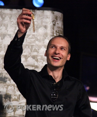 VIlle Wahlbeck with his WSOP Bracelet