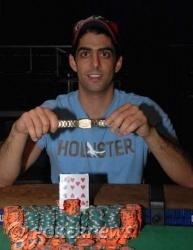 De winnaar met zijn bracelet