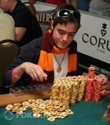 Dario Minieri Counts His 2,000,000+ in Chips