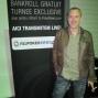 Guillaume Darcourt în fața panoului PokerNews