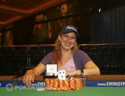 Vanessa Hellebuyck wins the Ladies event