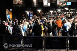 Phil Hellmuth draws a crowd post-elimination