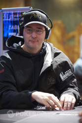 Phil Hellmuth eliminated