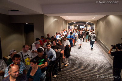 The line at the EPT Barcelona. Picture courtesy of the PokerStars Blog.