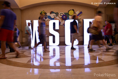 Players eagerly make their way past the WSOP sign in the main hallway on their way to registering for Event 8A: Millionaire Maker