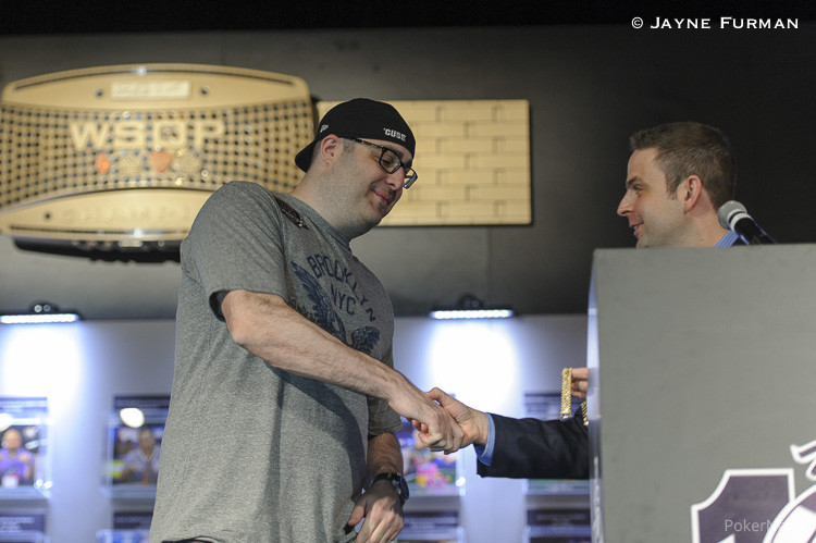 Jack Effel presents the gold bracelet to Jared Jaffee for Event #58: $1,500 Mixed-Max No-Limit Hold'em