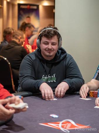 Пономорев, находясь в казино как играть на картах из мастерской кс го без интернета