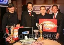 Julian and Denes receive their winnings