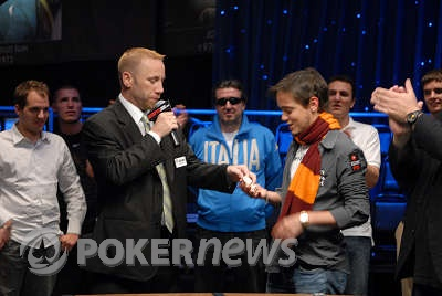 Dario Minieri receives his first WSOP bracelet