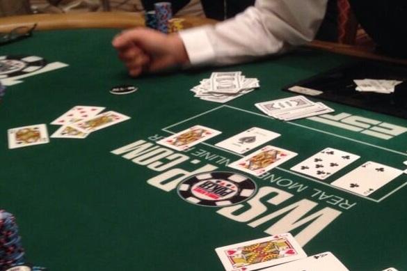 WSOP neišvengta nesusipratimų - ant stalo buvo atverstos dvi vienodos kortos 101