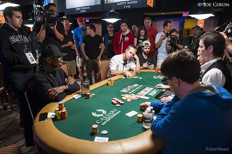Five Simultaneous All-Ins Create Exciting Money Bubble at WSOP Main Event 101