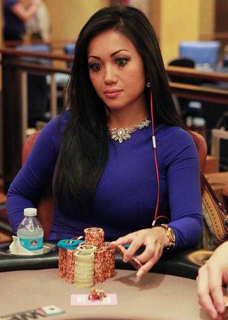 Lily Kiletto - įspūdingų formų mergina, vos nepakeitusi World Poker Tour istorijos 103
