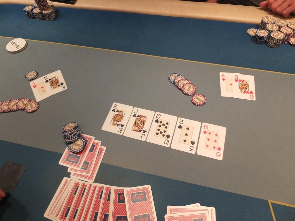Kauno klubinio pokerio čempionatas vainikuotas Tomo Dedino pergale 101