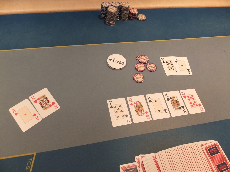 Kauno klubinio pokerio čempionatas vainikuotas Tomo Dedino pergale 102