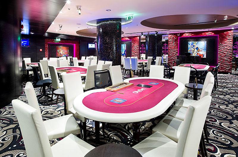 Така изглежда покер залата в Casino Olimpic