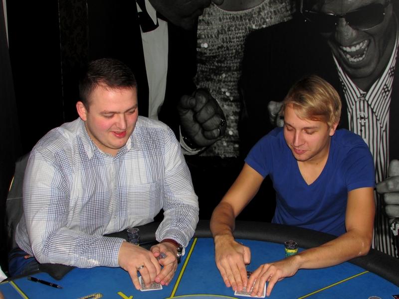 Finał Polish Poker Series - dzień 1B - relacja na żywo 03:40 106