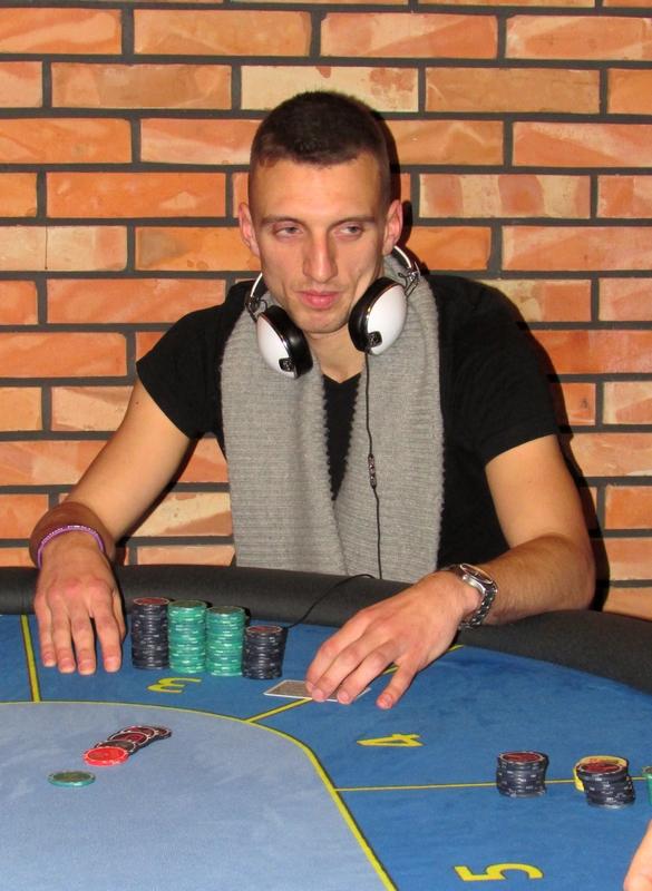 Finał Polish Poker Series - dzień 1B - relacja na żywo 03:40 127