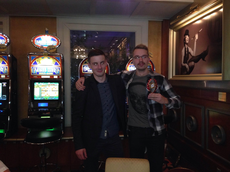 Massöör: pokkerimängijaid ohustavad istuvast eluviisist tingitud vaevused 101