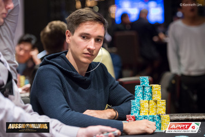 Jan Suchánek udržuje nastavené tempo a je ve vedení ME Aussie Millions i po 16. levelu 102