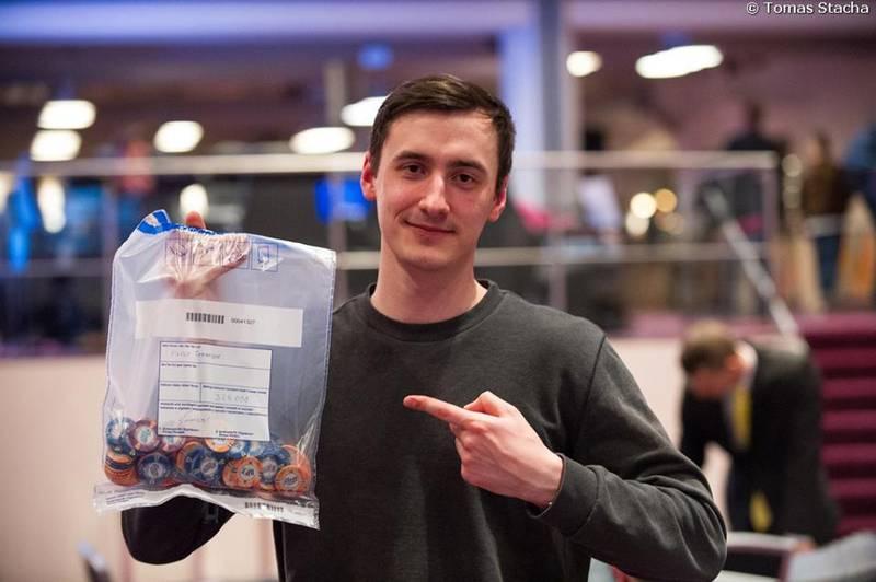 Deň 1a € 200.000 Main eventu PokerNews Cupu je odohraný 102