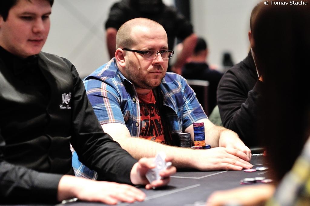 PokerNews Cup €200.000 GTD Main event má odehrány dva startovní dny 102