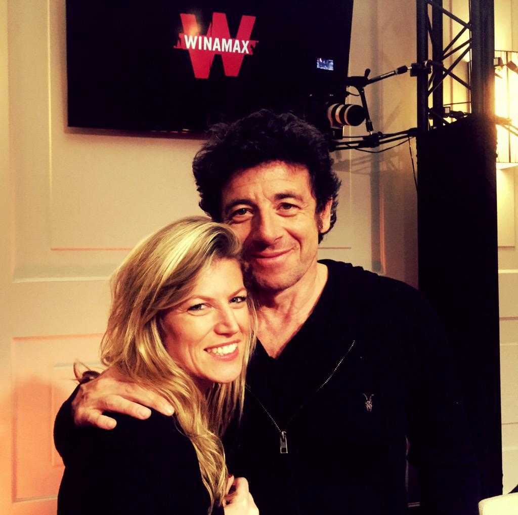 Julie Brochu, aux côtés de Patrick Bruel pendant le tournage des Winamax Live Sessions en mars denier