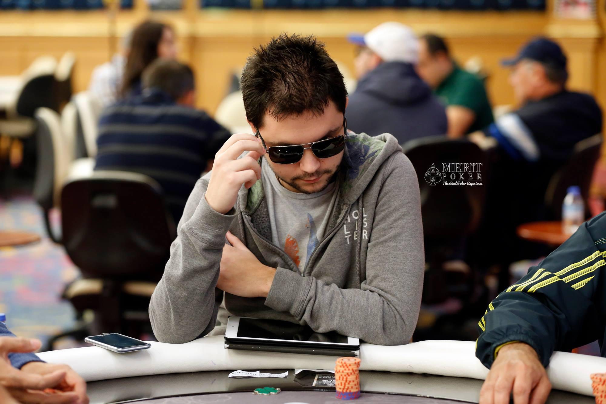 Александър Денишев води при 31 оставащи на WSOP Circuit... 102