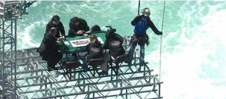 Sziklák, háborgó tenger, 90 méteres mélység és persze PÓKER! 103