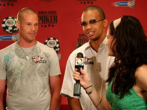 Patrik Antonius Assina com a Full Tilt Poker 101