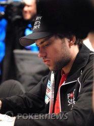 Иван Демидов на финальном столе WSOP Main Event, в игре... 103