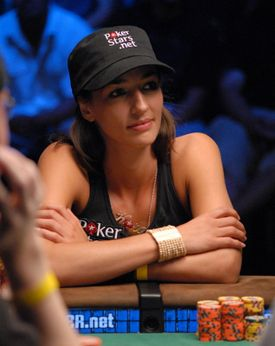 Entrevista PokerNews: Kara Scott 101