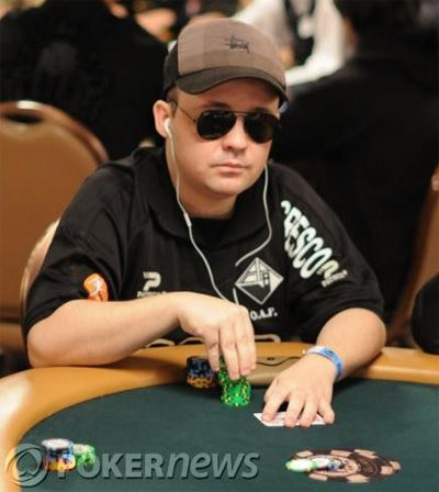 ,000 No-Limit Hold'em Evento #11, Dia 1 – Stemper Stomps Na Frente 101