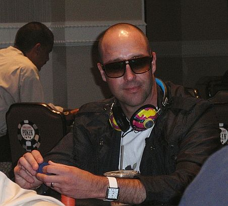 Mental-game coach and Dare2Dream founder Jamie Glazier in action at a recent Caesars Palace Deep Stack event