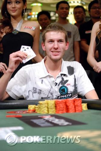 The Weekly Turbo: Assault at the Poker Table, a Singing Poker Player, and More 104
