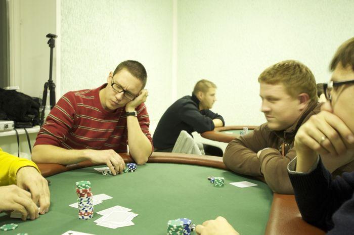 """""""Naujo nario pareiga yra atsinešti kėdę"""" - interviu su """"Pajūrio pokerio klubo"""" vadovu 102"""